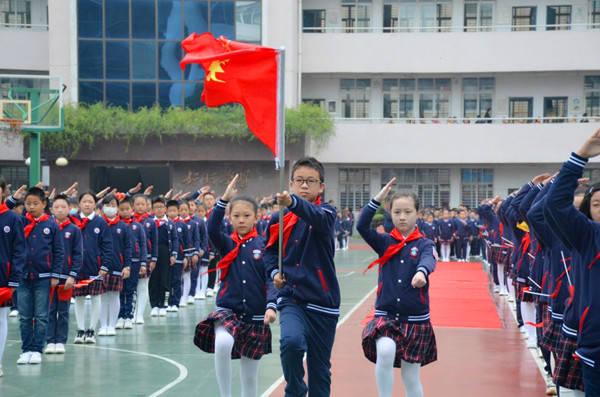 湖北荆门实验小学:从小学先锋 长大做先锋
