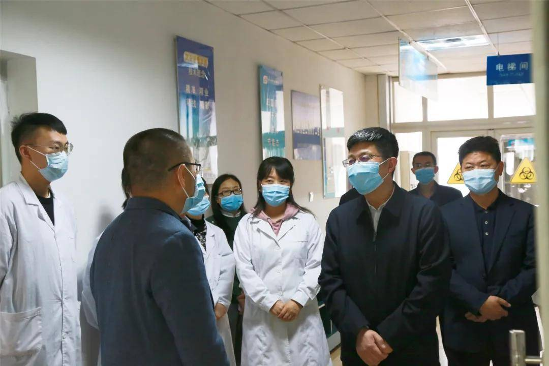 市委常委、宣传部部长吴成钢到市疾控中心调研疾病防控工作