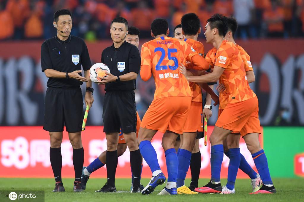 曝两名韩国裁判已抵达中超赛区 本轮或将出场执法