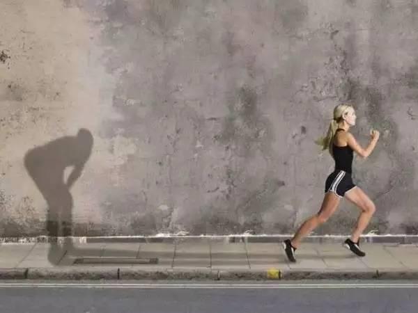每天坚持跑步能减肥吗(夜跑一年变化真的很大吗)插图