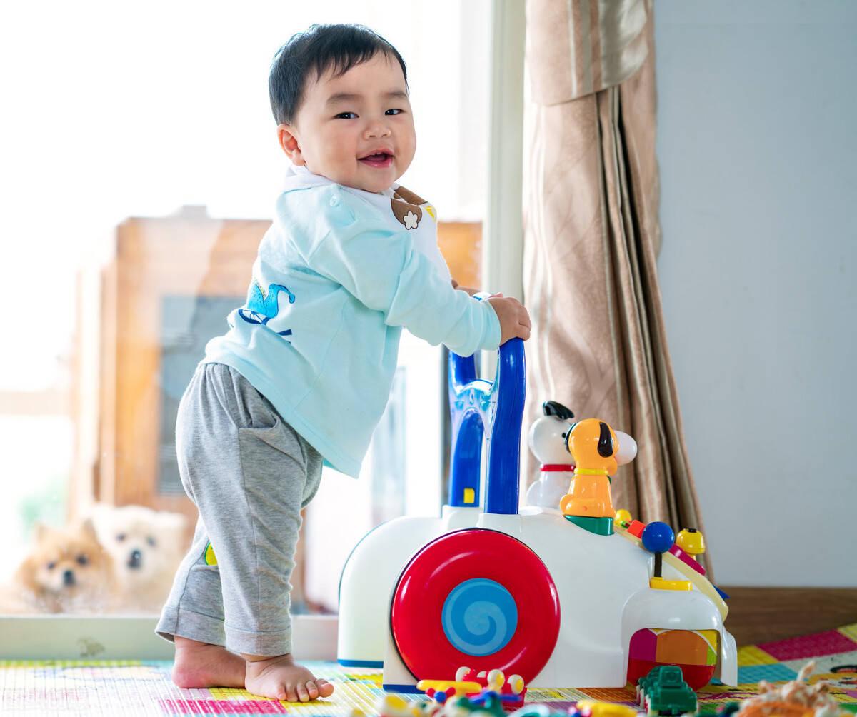 宝宝正常走路时间表(宝宝学走警惕2大危害)