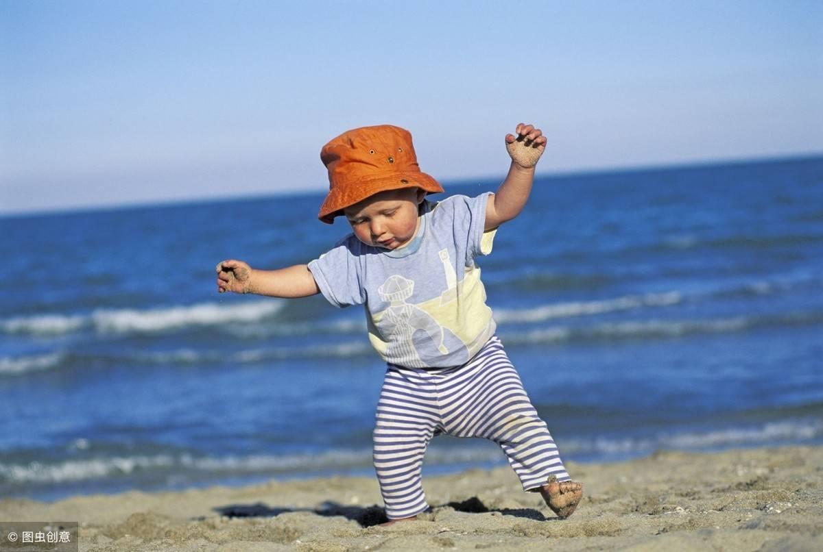正常小孩多久会说话(宝宝什么时候会走路和说话)