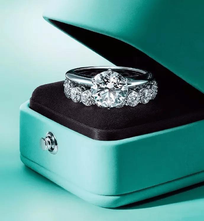 银婚送妻子什么礼物(结婚周年该送什么纪念宝石给爱人)插图(10)