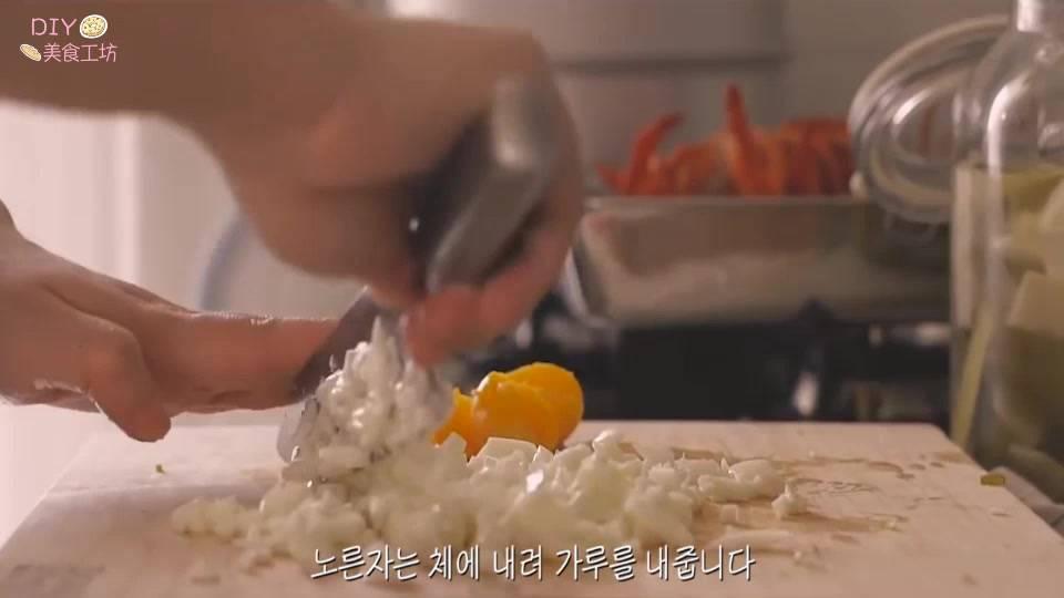 澳洲龙虾的做法视频教程(正宗的芝士焗龙虾做法)插图(3)