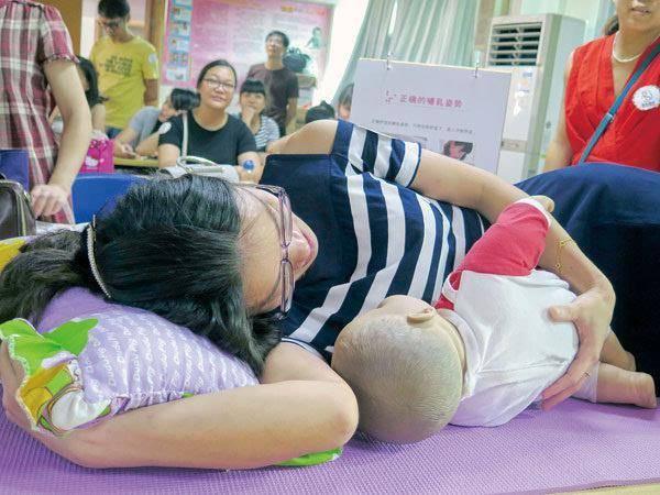 产后腰酸背痛是月子没坐好吗?不一定 还可能是因为胸部太重-家庭网