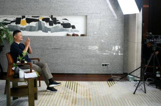 马云视频连线百名乡村教师,阿里股价涨超7%