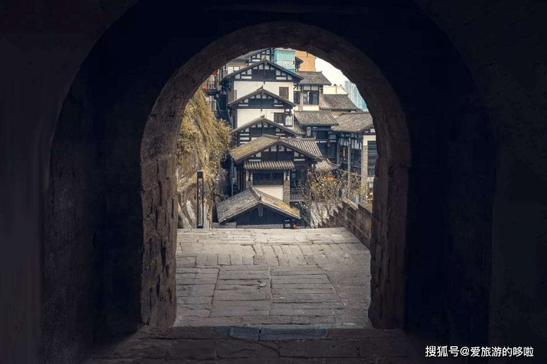 逛重庆渝中老城,全是『门道』