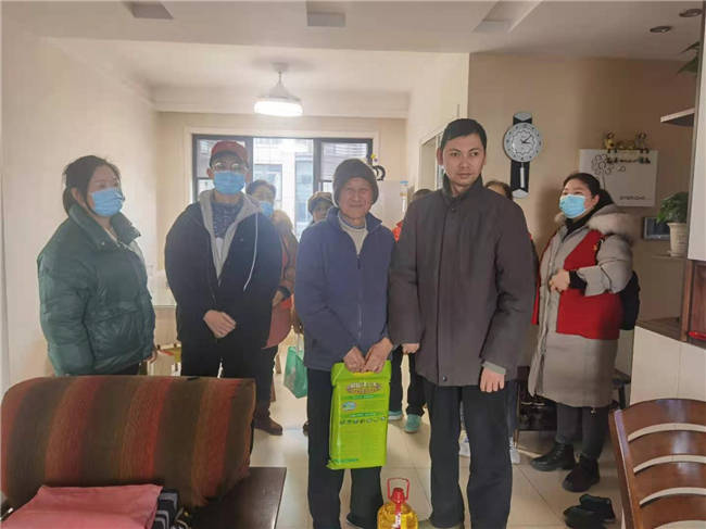 天乐社区开展腊八节关怀慰问活动