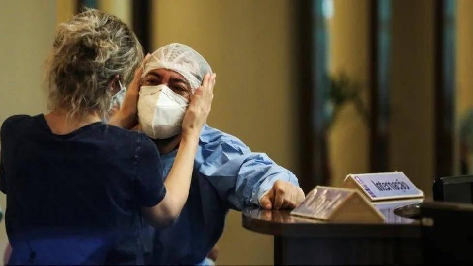 """聚焦巴西:亚马逊州医疗系统濒临 """"崩溃"""",新冠感染率激增"""