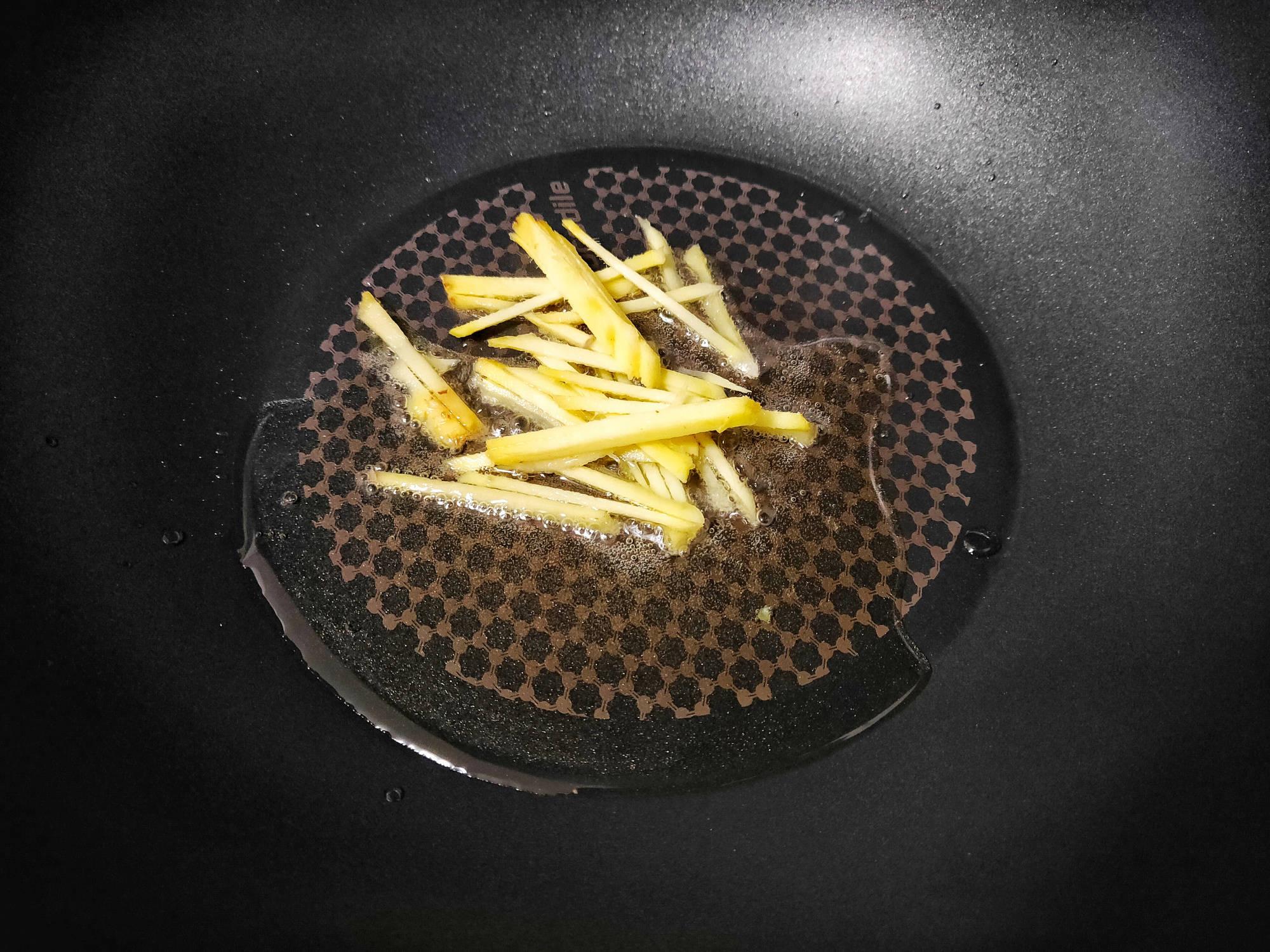 芹菜和它是绝配,简单炒一炒,比吃肉更香,还不会长胖