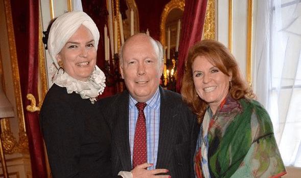 英女王的私人秘书,戴安娜王妃的姐夫,为王室服务20年终成男爵