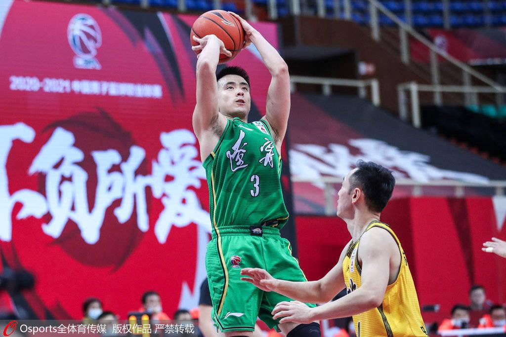 CBA常规赛继续激战,其中辽宁队以122-109打败江苏队