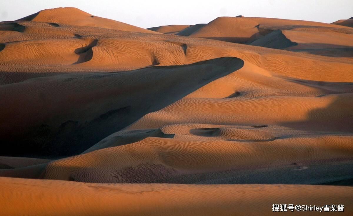 我国最大沙漠的中心,藏着一座2万人的城镇,为人类禁区中的奇迹