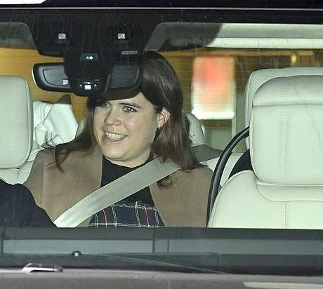 英国尤金妮公主产后第4天首次亮相!又胖了好多,恢复力不如凯特  第7张