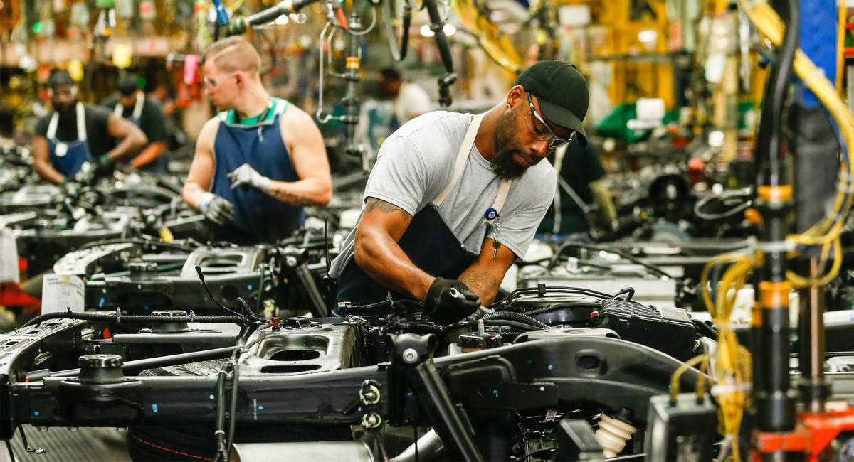 最初的降幅超过了25%,加拿大去年的汽车产量达到了1982年以来的最低水平