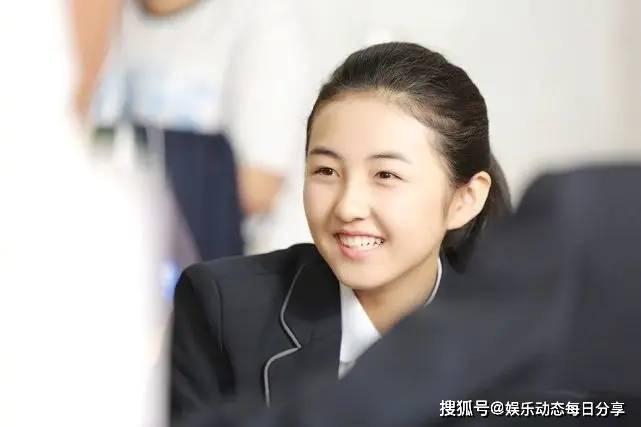拉菲8app下载:赵今麦中戏第一,张子枫北电第三,而她超越张子枫拿下三个第一!