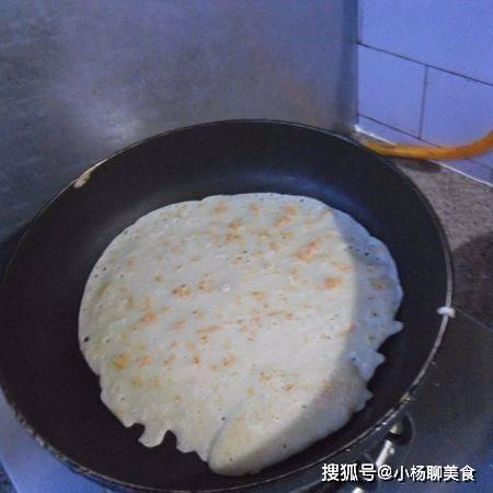 胡萝卜别再煮着吃了,教你一种新做法,面糊瞬间变大饼,简单美味