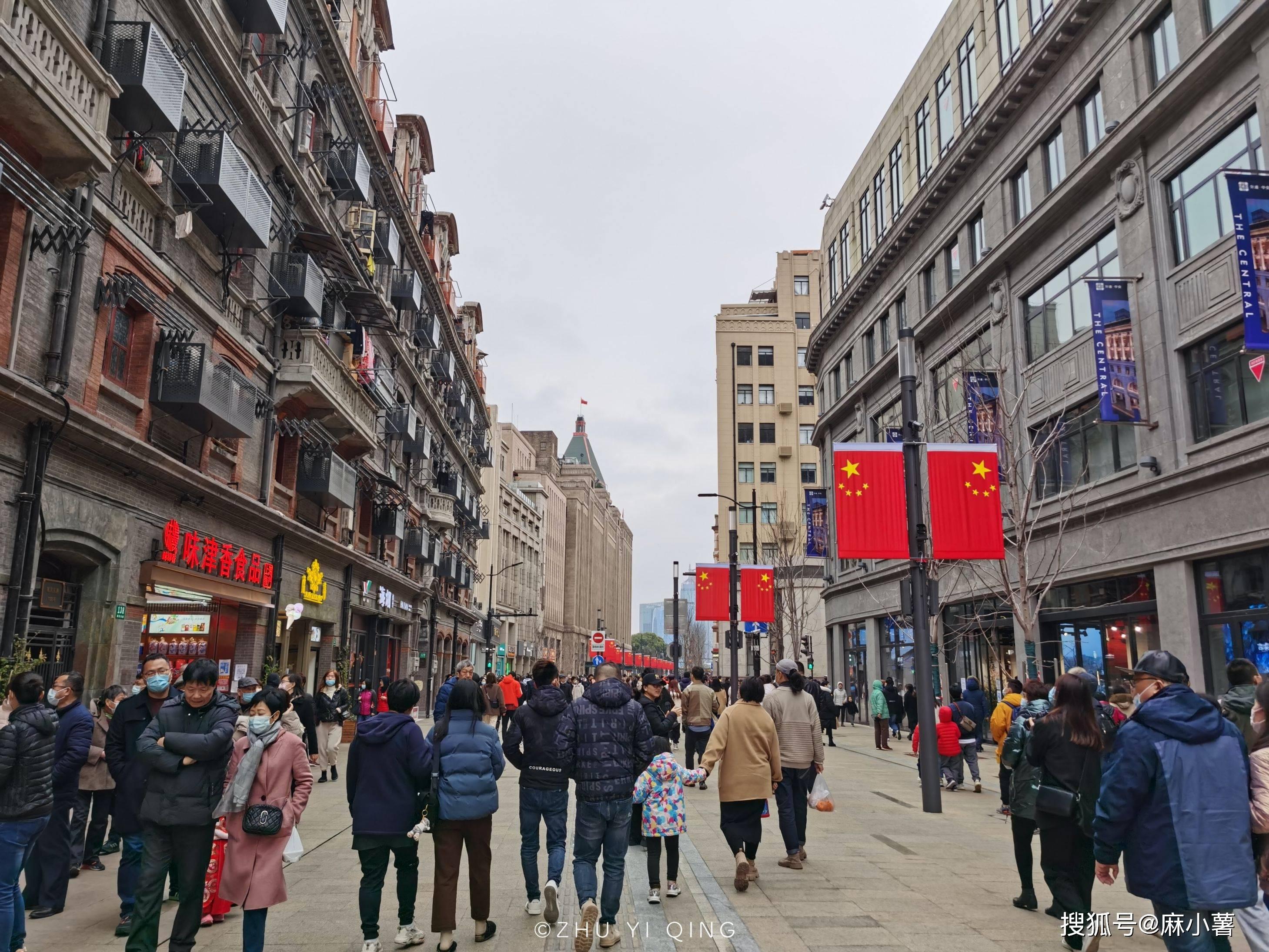 原创             上海人气第一的景点,过年期间人山人海,2公里的步行街上全是人