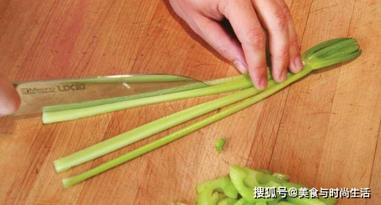 芹菜怎么切得简单又好看,快来学学这几种切法,看一遍就会