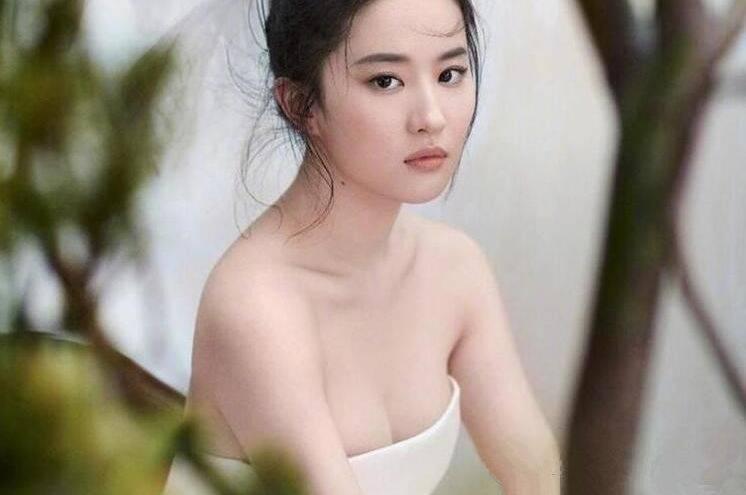"""拉菲8娱乐app:有一种""""遗憾""""叫刘亦菲,上帝亲了她的脸,却忘给她的腿开窗户"""