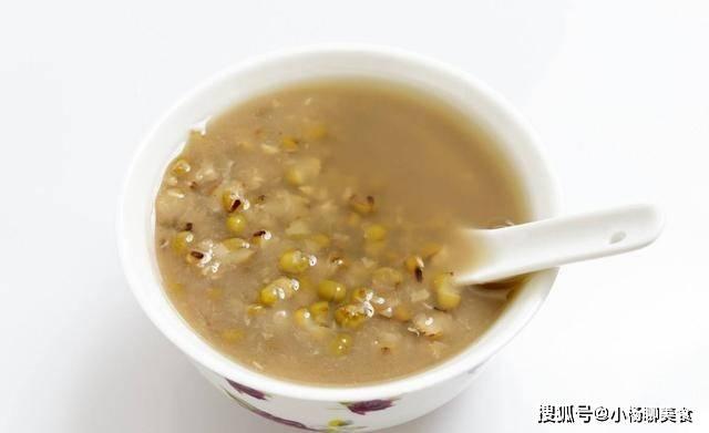 煮绿豆汤时,聪明的人都会多加一步,绿豆更容易开花,好喝又解暑