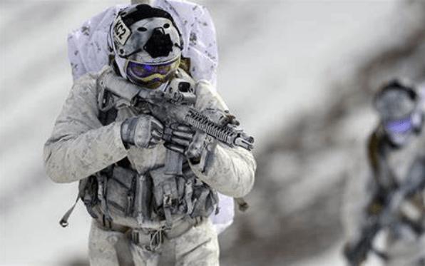 原创             美军一款军大衣马上淘汰,官兵根本没机会穿,军品民用又不够时尚