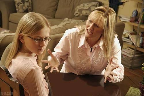 长大没出息的孩子,大多跟妈妈有关系,这种性格的妈妈要注意!