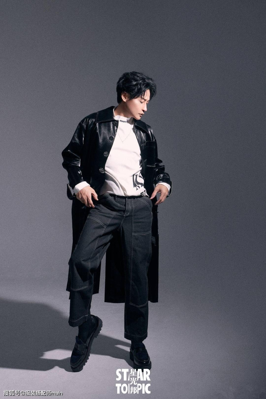 原创             穿衣大胆当属陈志朋!穿黑衣+破洞裤亮相,围巾跟口罩颜色太呼应
