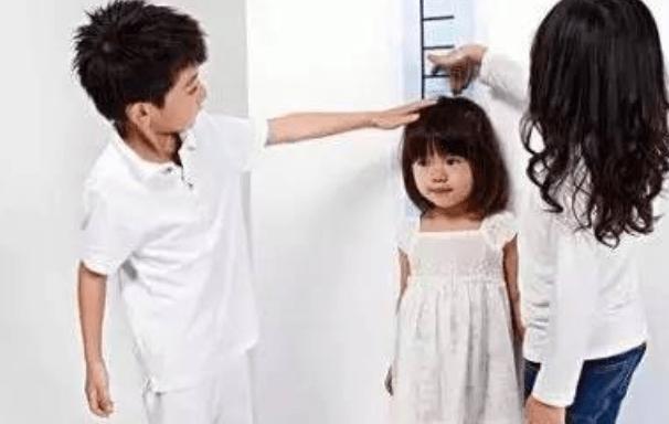姚明与女儿现身陆家嘴,10岁女儿身高赶超1米7,网友:基因强大  第4张