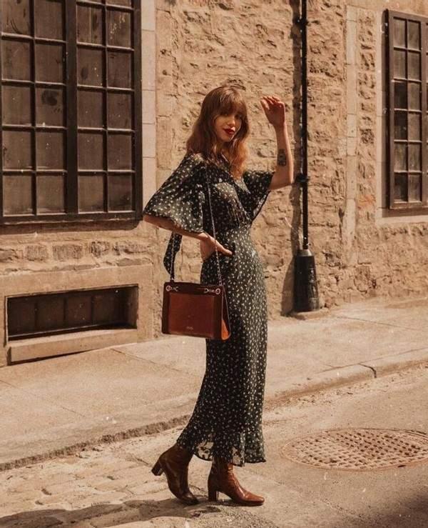 自带慵懒气质的焦糖色博主 复古色调穿搭透露着优雅和法式风情