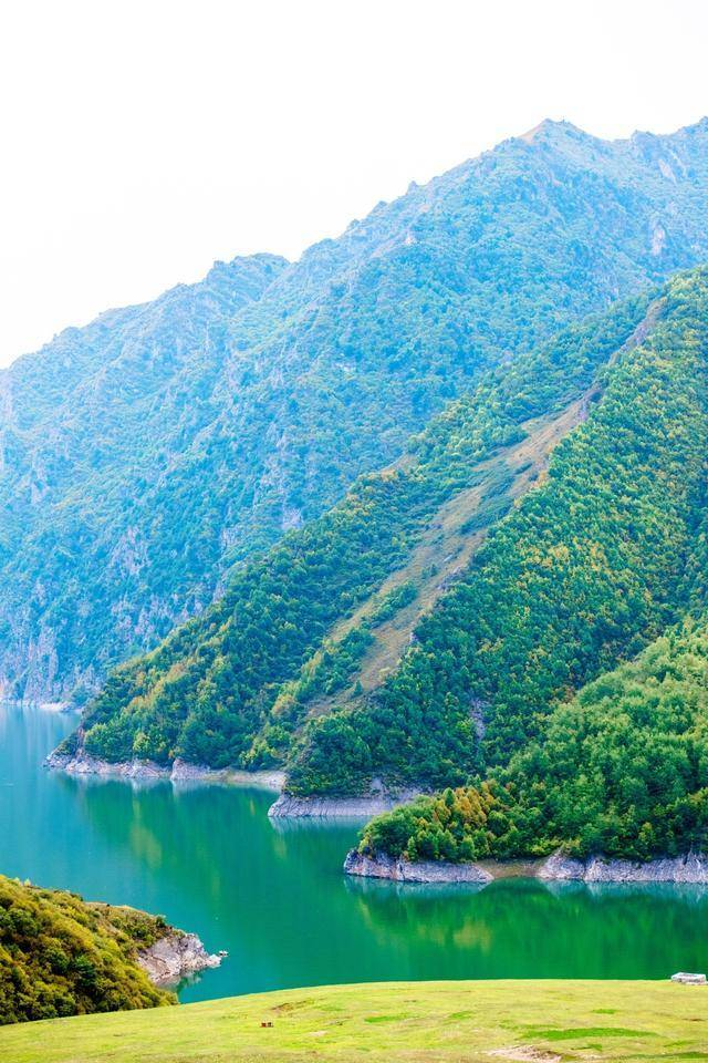 """甘肃南部也藏了个""""小江南"""",当地的圣湖和梯田美得不可思议!"""