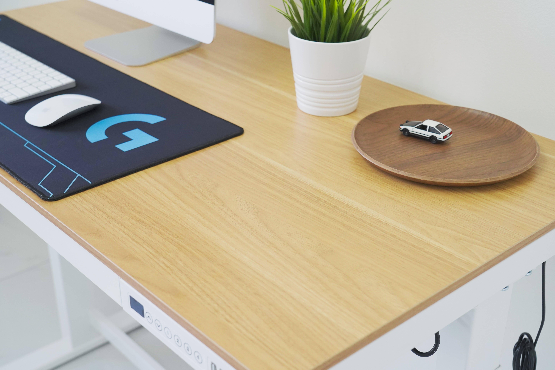 原创             想久坐办公轻松点?试试电动升降桌E5吧!