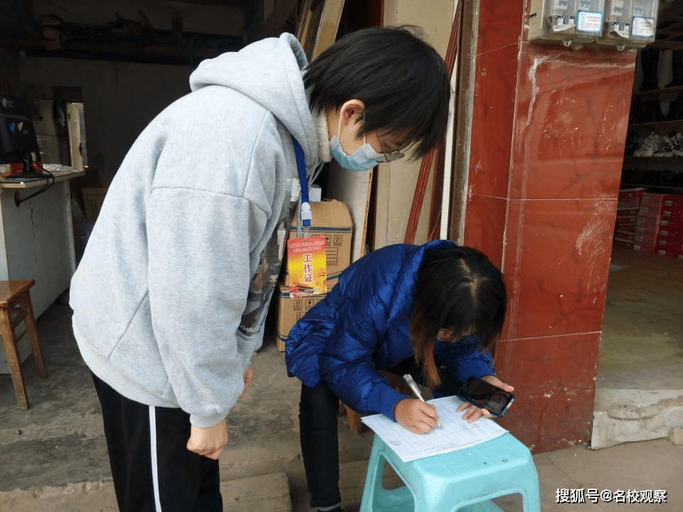 奉献、友爱、互助、进步!自贡衡川学校团委积极开展新春志愿服务活动!