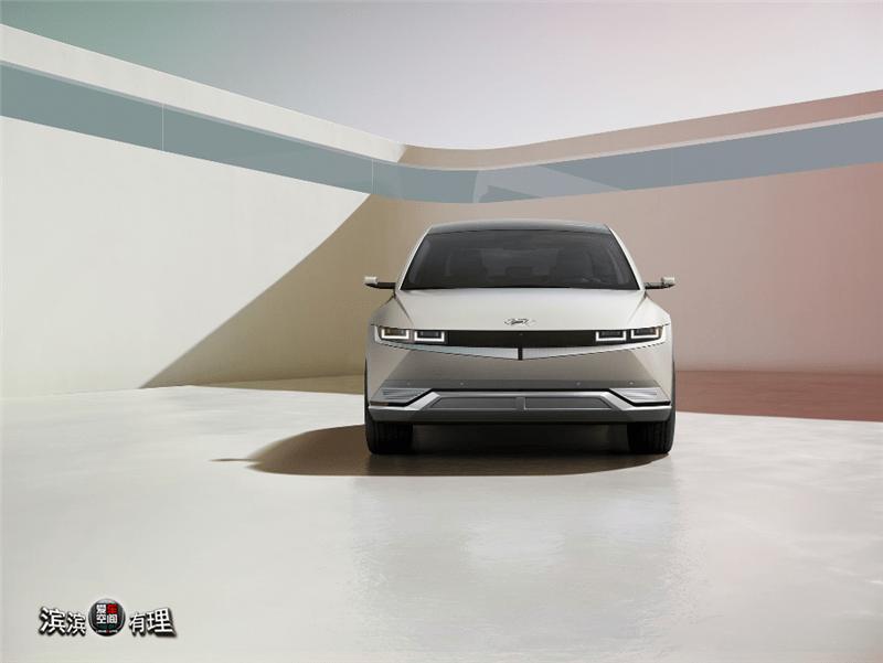 """""""汽车空间""""可定制成为环保移动旅行的先锋。现代汽车爱奥尼亚5是世界首映式"""