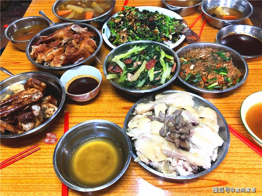 到远嫁江门的姑姑家里拜年,尝到了姑姑亲家做的一桌本地特色菜