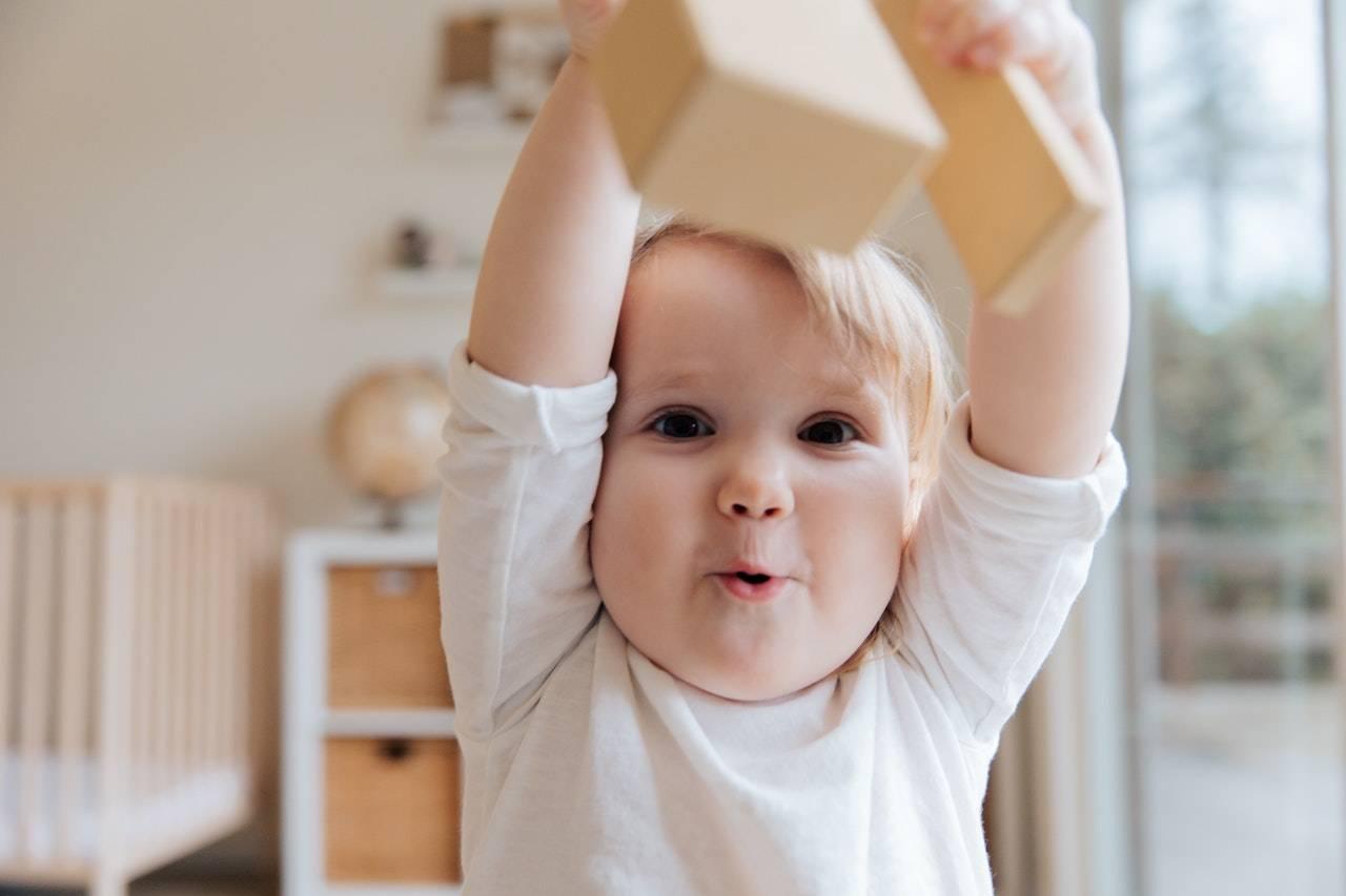 宝宝一出生就能做的早教训练,每天坚持5分钟,促进发育头脑聪明