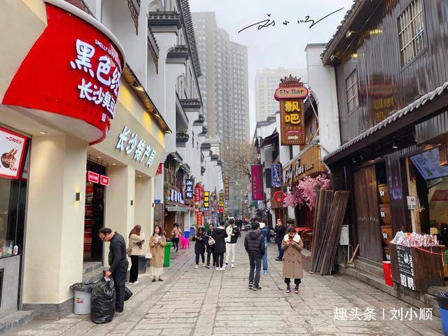 湖南长沙最热闹的商业街,常年人山人海,长沙人却吐槽:游客才去