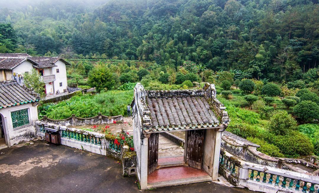 """广东的一个小城市,被称为""""世界客都"""",小山村像蓬莱仙境"""