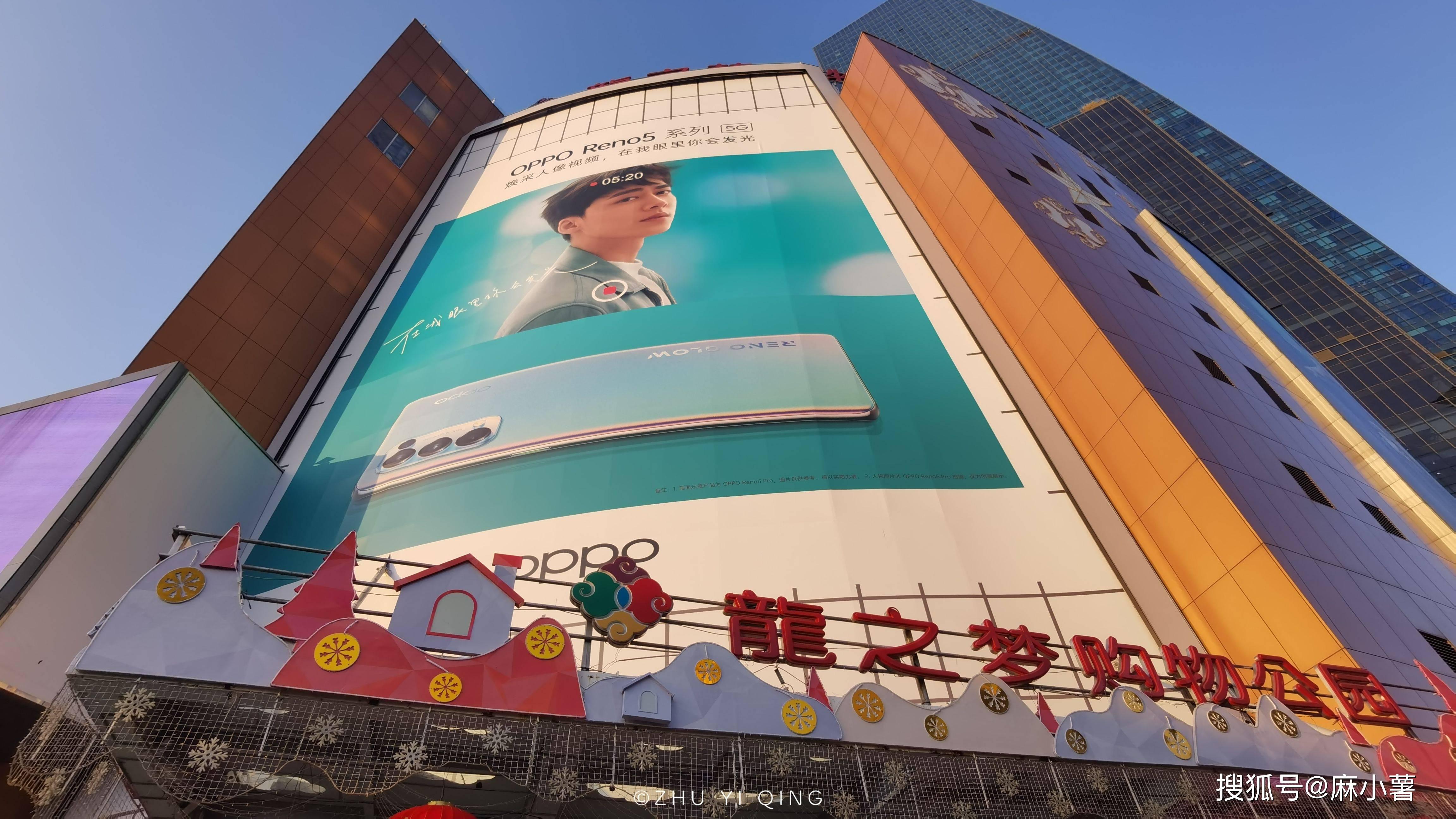 上海最老牌的购物广场,开业至今有16年,每月人流量达300多万