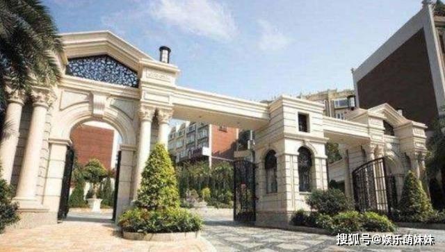 带你看看舒淇在香港的家,小区门口很霸气,室内装修却太普通了