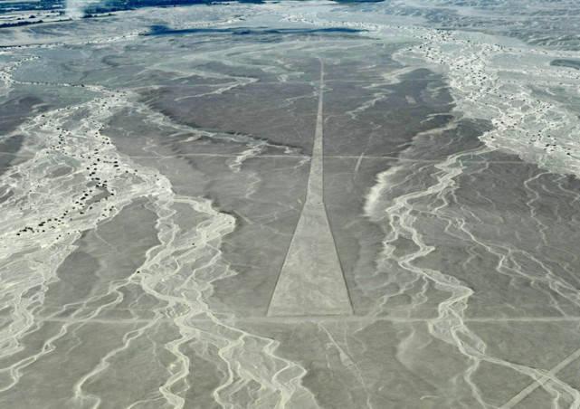人类未解之谜之:荒漠中的神秘巨画