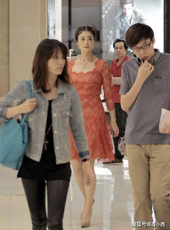 """蒋欣的""""饱满""""身材数一数二,把蕾丝裙穿得特高级,不减肥更气质"""