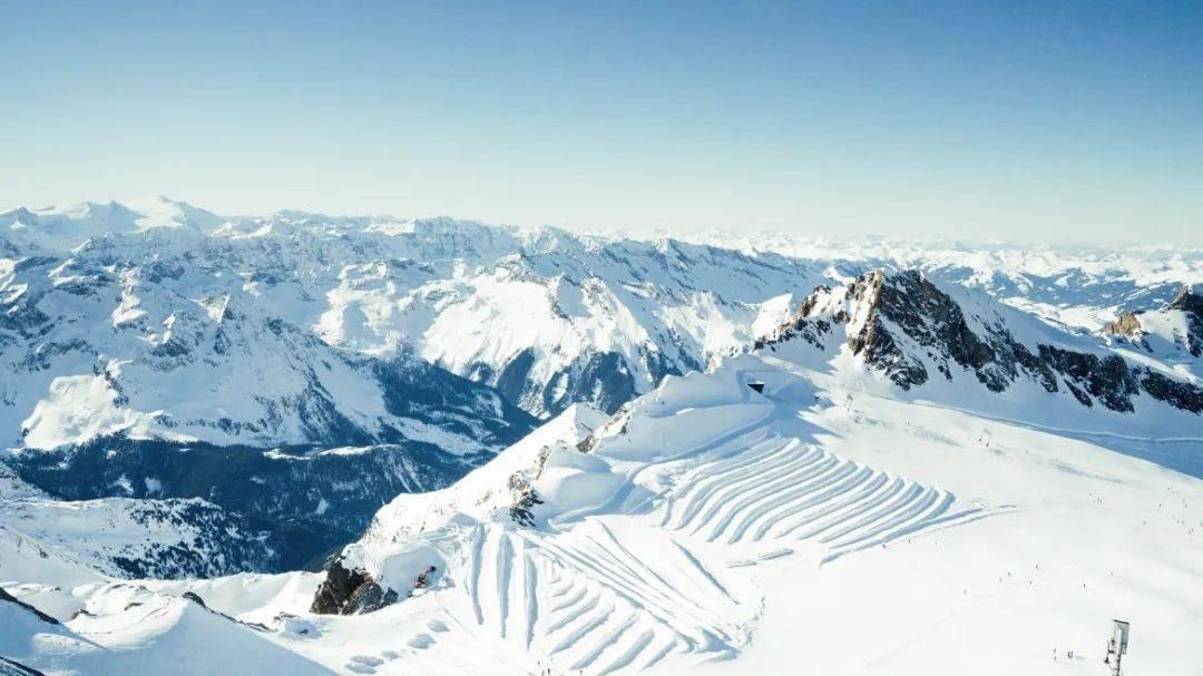 原创             雪景留在镜头里;热炽的心,跳动在夏日的基兹特因霍恩冰川雪道上!