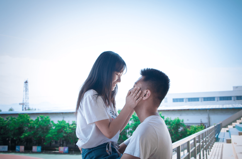跟女友恋爱注意什么? 和同班同学恋爱注意