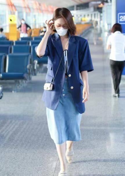 蓝盈莹是个埋没的穿搭能手!西装外套搭配蓝色