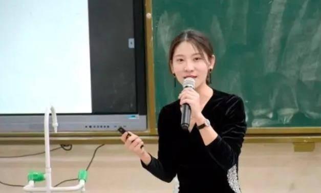 海南一年轻女老师因貌美意外走红网友:比大部分明星都漂亮插图1