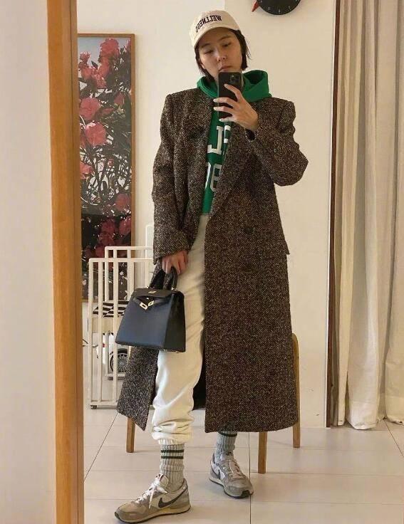 金娜英短发又时尚的搭配 单亲妈妈原来也可以这么自信