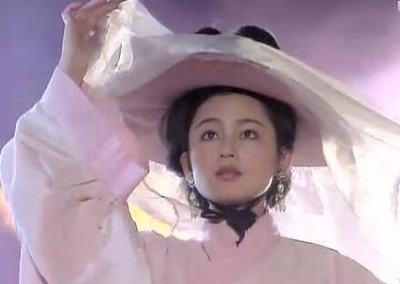 古装第一美人,曾嫌弃倪萍太老,五十岁经常撒娇,日子圆润!  第1张