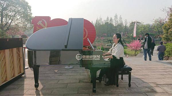 第八届皋亭观桃节开幕 嘉德威钢琴携手春日桃花如期而至