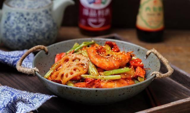 在家就能做的干锅香辣虾,用料十足特简单,花一半的钱全家吃撑了